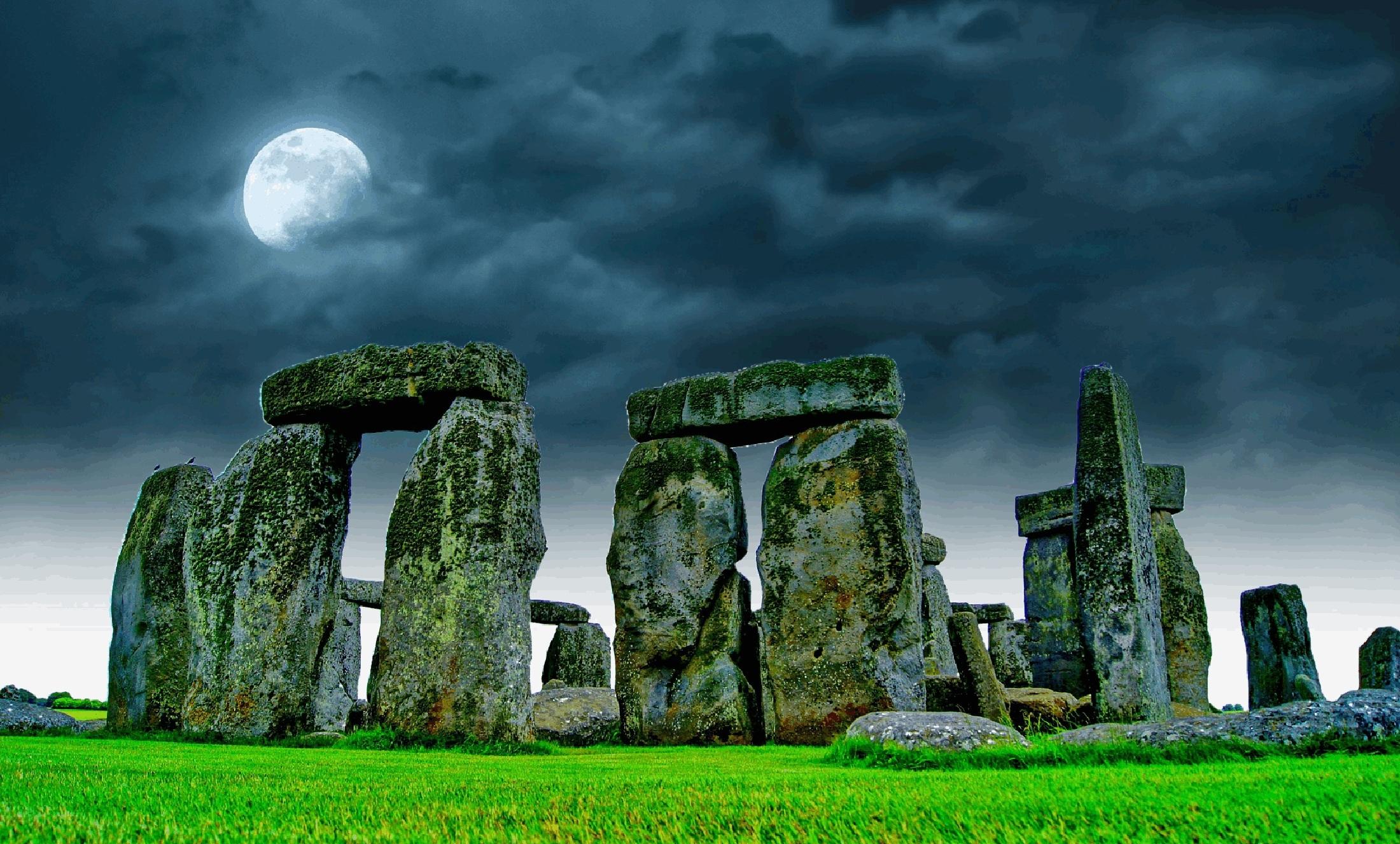 stonehenge-741485